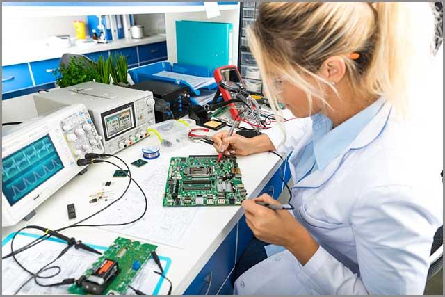 al buscar diseños de PCB, trabaje con un diseñador que haga pruebas a sus planos y tableros finales